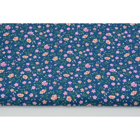 Bawełna 100% różowo-łososiowa łączka na ciemnoniebieskim tle PREMIUM
