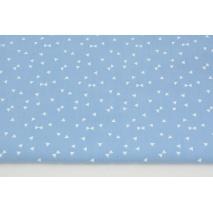Bawełna 100% białe mikro trójkąty na jasnym niebieskim tle PREMIUM