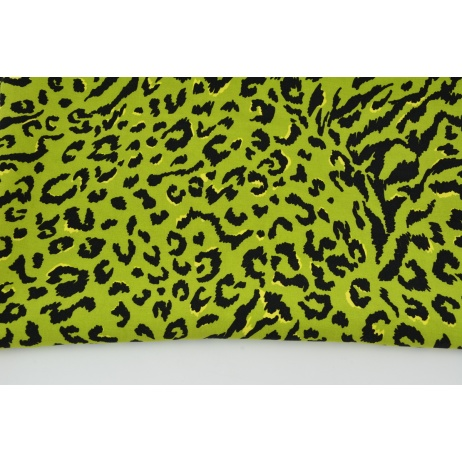 Viscose 100% panther on a green background
