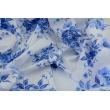 Bawełna w kobaltowe kwiaty na białym tle